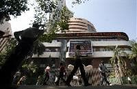 Sensex slumps as RBI leaves rates unchanged