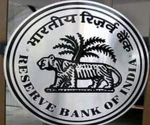 RBI warns banks: The profitability of banks is likely to come under pressure in the coming quarters in view of deteriorating asset-quality of banks. The RBI said on report that it is mainly on account of the economic slowdown.