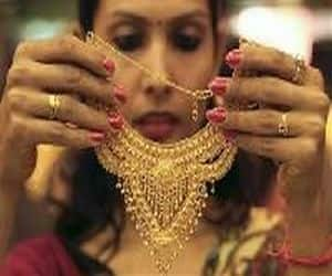 Gold price hits 5 month low