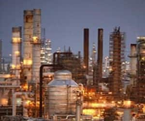Nomura  Rating: Buy  Target: Rs 1000  Rationale: We continue to believe that a recovery in petrochemicals is not far. With its ongoing mega petchem expansion getting closer to completion, RIL would reap advantage of a cycle upturn. Even as continuing decline in KG-D6 production is concern, the earlier acrimony with government seems to have subsided.