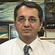 Here are Monal Desai's top trading ideas
