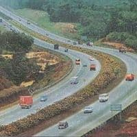 Govt targets giving contracts for 25,000 km roads in FY17