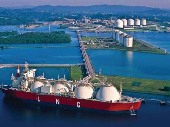 Halving of LNG duty to save Rs 900 cr for consuming industries