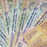 Dollar continues to be under pressure: Mohan Shenoi