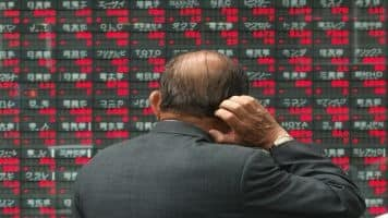 China stock market freezing up as sell-off gathers pace