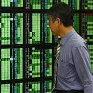 Asian shares hit 2-week highs on US data, Ukraine hopes