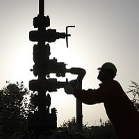 RIL to invest up to USD 700 mn in shale gas venture