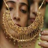 Valentine's Day on D-Street: Jewellery stocks rally 1-6%