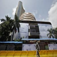 Nifty hovers around 7550; ICICI gains 3%, HDFC Bank falls