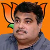 Gadkari defends Land Bill; writes to Sonia, Anna Hazare