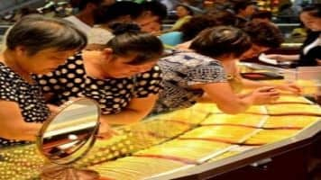 Gold futures spurt Rs 42 on global cues