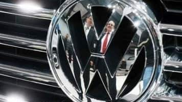 VW board considering steps to prop up credit rating: Srcs