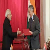 Modi meets Singapore PM, Prez; pacts inked on defence ties