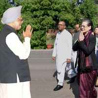 Sonia Gandhi outraged as CBI summons Manmahon in coal scam