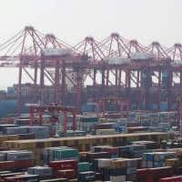WTO cuts 2016 world trade growth forecast to 1.7 %