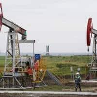Oil prices dip on surging Iran sales