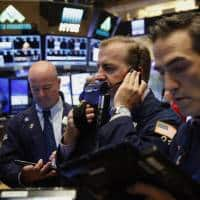 Wall Street advances on oil, earnings