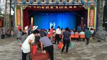 As China's economy slows, migrant workers head home