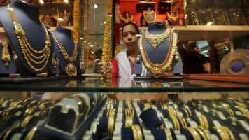 India gold trades at premium for first time in 9 months: Dealers