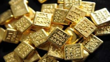 Gold climbs Rs 215 on positive global cues