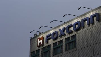 CM Devendra Fadnavis holds discussions with Foxconn officials