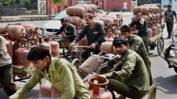 Centre to distribute 5 cr LPG connections in country: Tomar