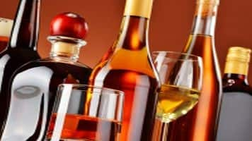 Tamil Nadu CM announces closure of 500 liquor retail outlets
