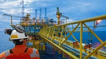 Global oil & gas industry to see modest rebound in 2017: Moody's
