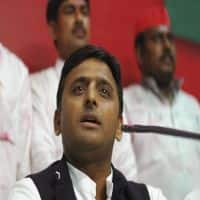 Mulayam expels son Akhilesh & Ram Gopal Yadav from SP for 6 yrs