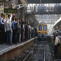 Central Railway posts2% growth in suburban passengers in H1 FY17