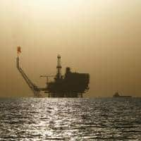 Oil prices steady, kept in range by mixed price indicators