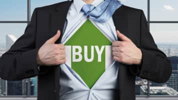 Buy LIC Housing, HCL Technologies, Bajaj Finserv, Exide Industries: Ashwani Gujral