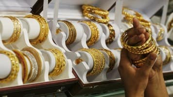 Gold loan firms lose sheen as RBI restricts cash disbursements