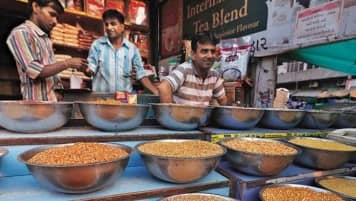 Pulses output down 4% in 2015-16, foodgrains slightly up